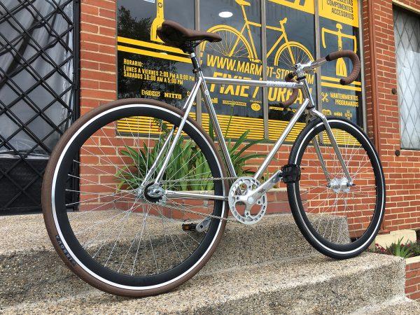 Bicicleta fixie marco cromado