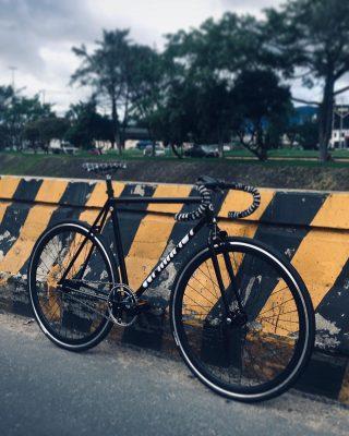 🌿 // MARMOT  #bogotaenbici #fixedgear #fixedbike #fixedporn #outsideisfree #local #bike #roadcycling  #smalltown #bicicleta #ciclismo #cyclist #runner #bikelife #bikeride #pedallivrefotos #fitchicks #writersofinstagram #smile #instacute #vintagebikes #fixie #fixieporn #bike #somabikes #fixedgear_aesthetics #street #lifestyle #bogota #bicifixie #dropbars
