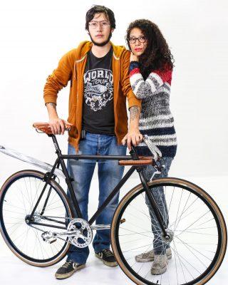 #tbt y feliz día a todos los que aman y aman las bicis. (Foto 5 años atrás) by @jimenezmayorquin #fixedgear #fixedbike #outsideisfree #local #bike #roadcycling  #smalltown #bicicleta #ciclismo #cyclist #runner #bikelife #bikeride #pedallivrefotos #fitchicks #writersofinstagram #smile #instacute #vintagebikes #fixie #fixieporn #bike #fixiegirls #fixiemaniacs #bikeday