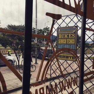 Desmonte de piezas, reparación, reestructuración, mantenimiento, cambio de partes! Todo eso y más! #marmotbicis #soscolombia Así es nuestra tienda / Visítanos en Barrios Unidos - Cra 30 # 66-13 de 2pm a 8pm Lunes a Viernes y de 10am a 5pm Sábados / #local #fixiebike #bikelife #cinellifamily #fixedgear #urbanbike #bicicletas #bicis #piñonfijo #bogotabikes #bogotá #crank #wtb #somabikes #sturmeyarcher #frameset #bicimontaña #bıcı #bicicletacarretera #urbanbikes #mantenimientos #fsa #fixiebogota #fixiecommunity #fixiecolombia #ciclismocolombiano